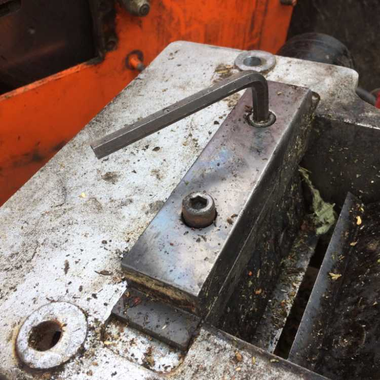 Closeup of a well-worn anvil with the screw released