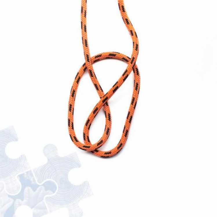 Fourth step on how to tie an Alpine Butterfly Knot
