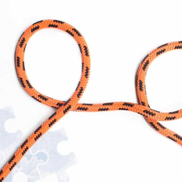 Second step on how to tie a Clove Hitch Knot