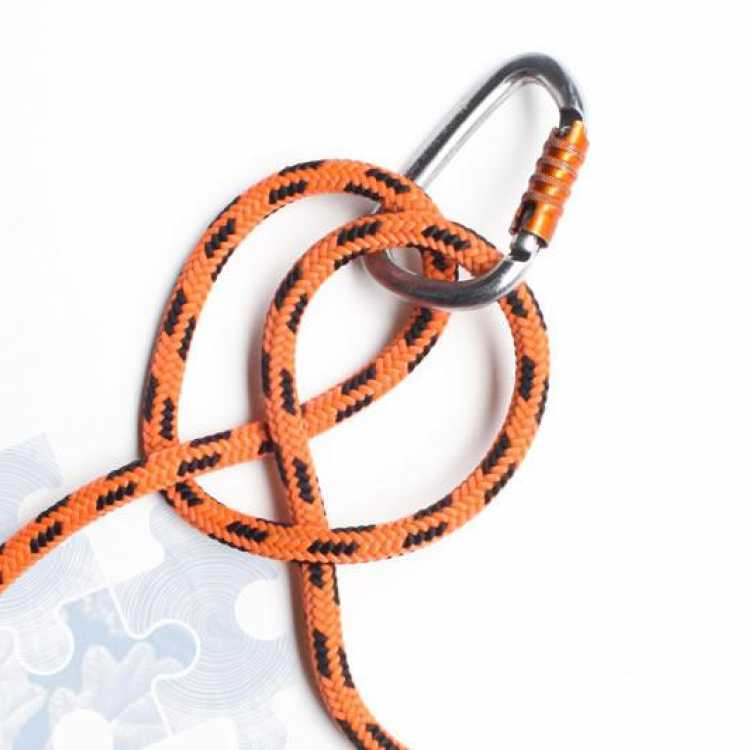 Fourth step on how to tie a Clove Hitch Knot