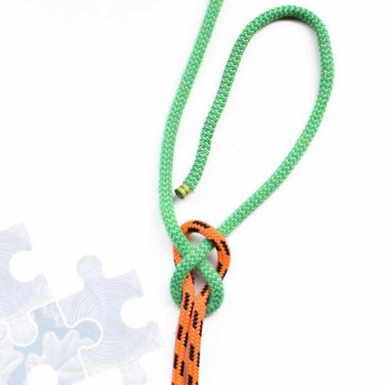 Third step on how to tie a Quick Hitch Knot